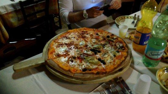 Agriturismo La Palombara: pizza