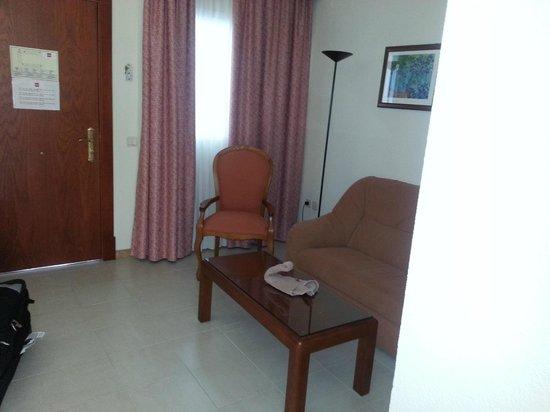 ClubHotel Riu Costa del Sol : lounge area in room