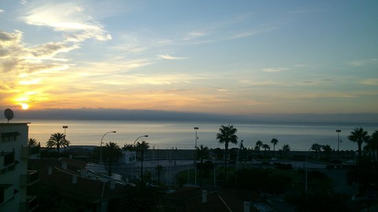 Apartahotel Smartline Los Jazmines Torremolinos : Sunrise on the Bandojillo beach