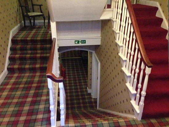 Garth Hotel & Restaurant: A decoraçao é uma imersão total ao clima da Escócia. Todos os cômodos possuem esse acarpetado xa