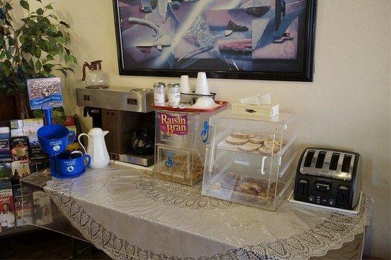 America's Best Inn - Warren / Detroit: Breakfast Area