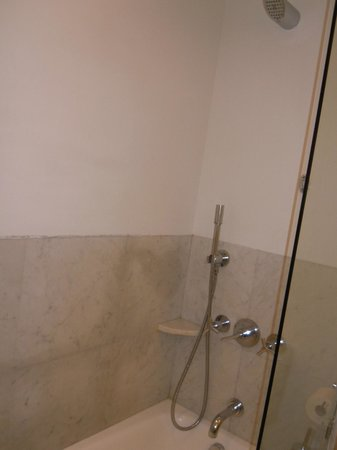 Almyra Hotel : Shower
