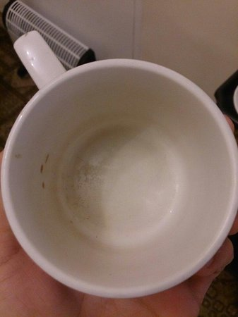 Caswell Hotel London Victoria : Unwashed cups in room