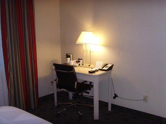 DoubleTree by Hilton Hotel Flagstaff: Desk