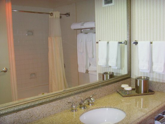 DoubleTree by Hilton Hotel Flagstaff: Bathroom