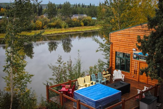 Pike's Waterfront Lodge : view from our balcony across the River