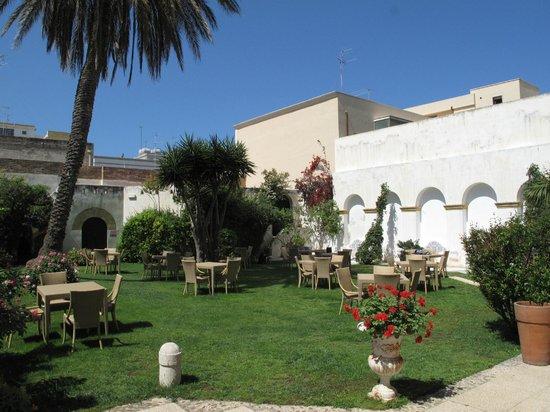 Carmine Hotel: Hotelgarten