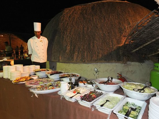 Zulu Nyala Heritage Safari Lodge: Buffet au Boma