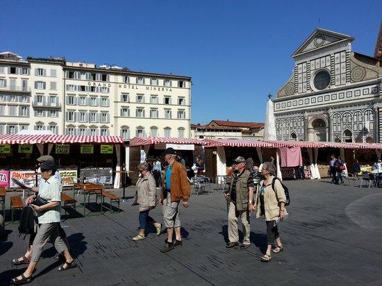 Grand Hotel Minerva: Scene in front of the Hotel