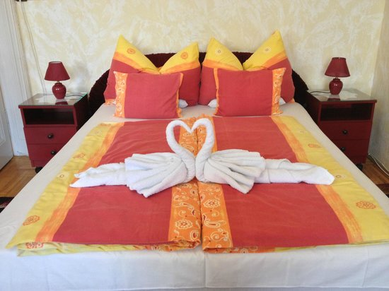 Firstapartments Inn City Center: Nicely presented bed