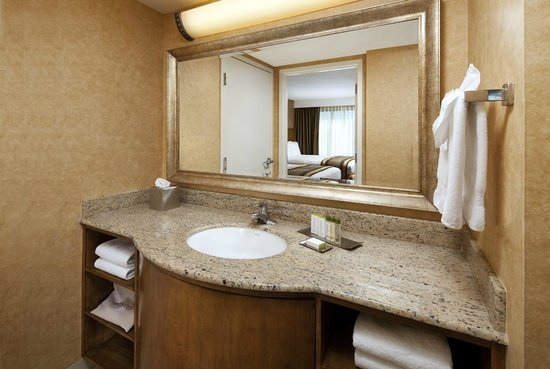 Doubletree Suites by Hilton Hotel Anaheim Resort - Convention  Center: Bathroom Vanity Featuring Crabtree & Evelyn CITRON Toiletries