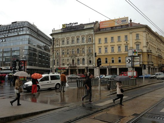 Firstapartments Inn City Center : Underground Metro and tram stops nearby
