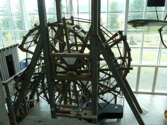 Columbia Gorge Interpretive Center: The large fish wheel is a replica of the McCord wheel built in 1882.