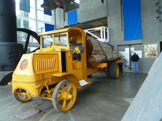Columbia Gorge Interpretive Center: 1921 Mach Log Truck.