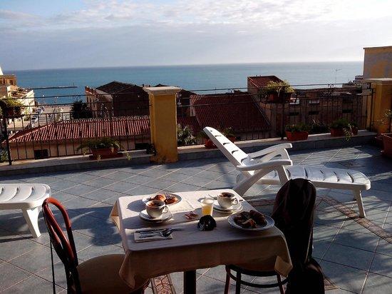 La Piazzetta Hotel: la colazione in terrazza