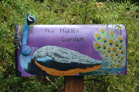 Village Green Resort: Hand painted mail boxes in the gardens
