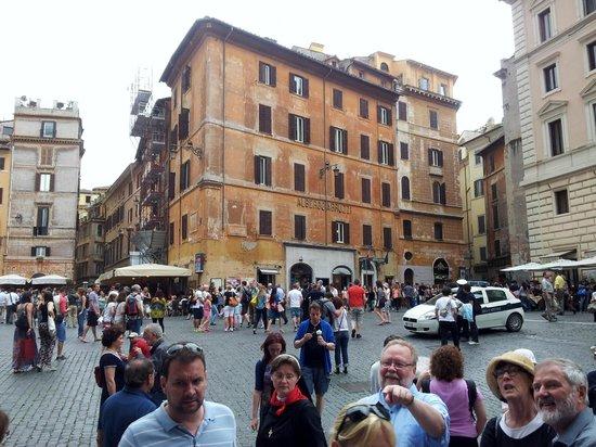 Hotel Abruzzi: Un domingo