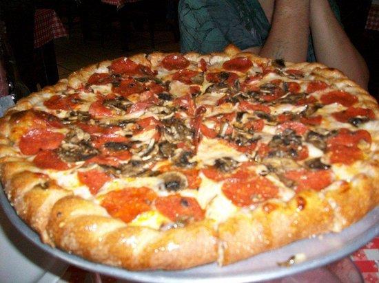 Brick Oven Pizza: Best crust ever!