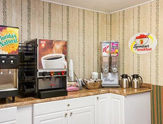 Super 8 West Haven: Breakfast Area