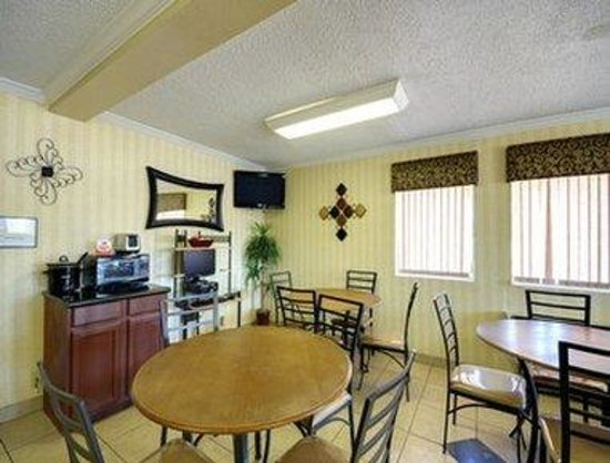 Super 8 Natchitoches: Breakfast Area