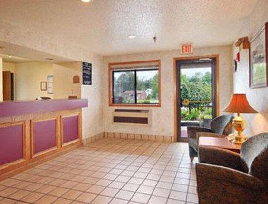 Super 8 Radford VA: Lobby