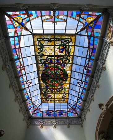 Casa Museo Modernista: Stained glass skylight