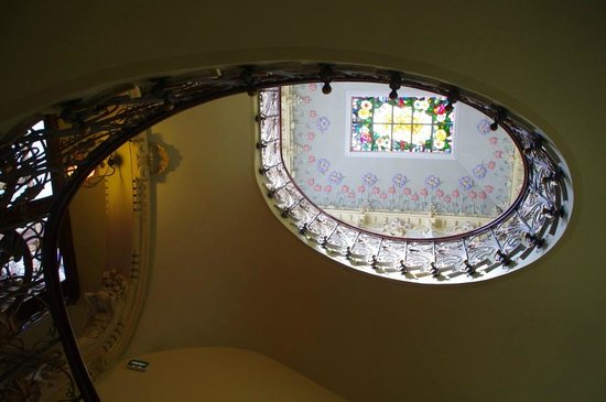 Casa Museo Modernista: The staircase