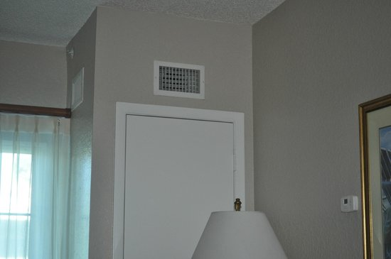 Coconut Palms Beach Resort II: AC closet showing two vents at the top