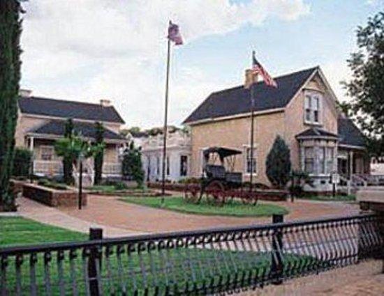 Green Gate Village Historic Inn: Exterior