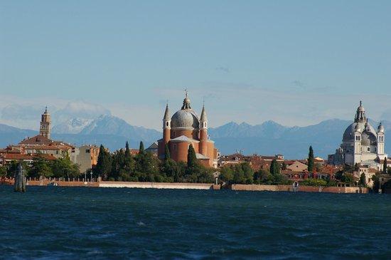 Il Bragozzo Local Boats Tours: Venice and Alps