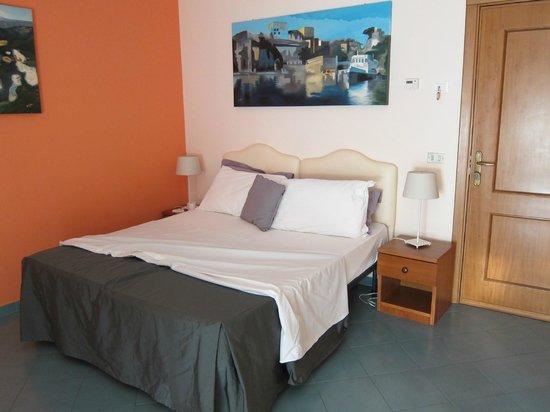 Tasso Suites: room