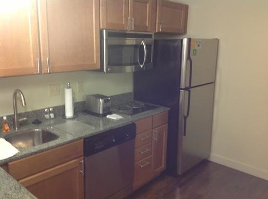 HYATT house Denver Airport: Kitchen appliances