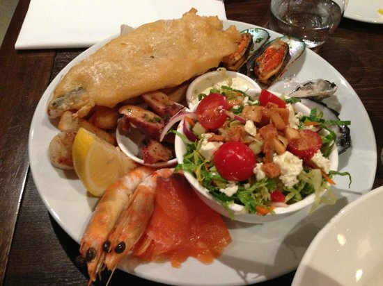 Sails Restaurant: Market fish, octopus, squid, oysters, SA prawns, scallops, fries, fattoush salad