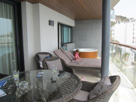 Radisson Blu Resort, Gran Canaria: The balcony with hot tub