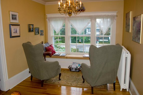 The Tulip Tree Bed & Breakfast: Relaxing sitting area for the guests
