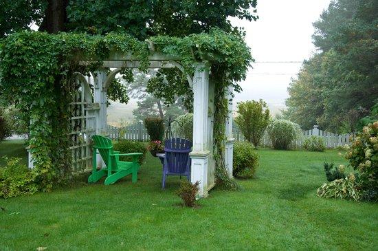 The Tulip Tree Bed & Breakfast: Backyard Gazebo