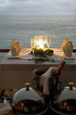 InterContinental Bora Bora Le Moana Resort: In-Room Dining
