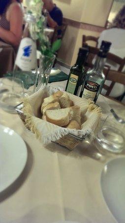 Trattoria Il Giardinetto: bread & water
