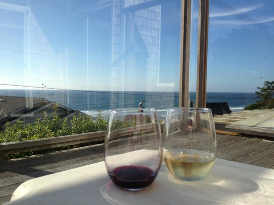 Pana Sea Ah Bed and Breakfast: Wine with a view