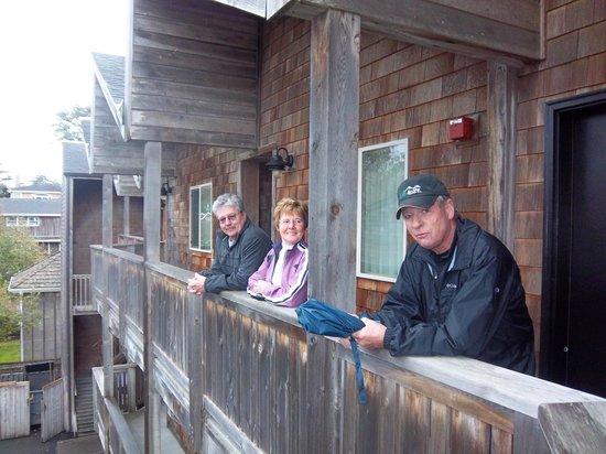 Schooner's Cove Inn : deck outside our room