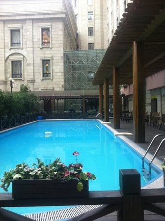 Grand Park Jiayou Hotel : Swimming pool