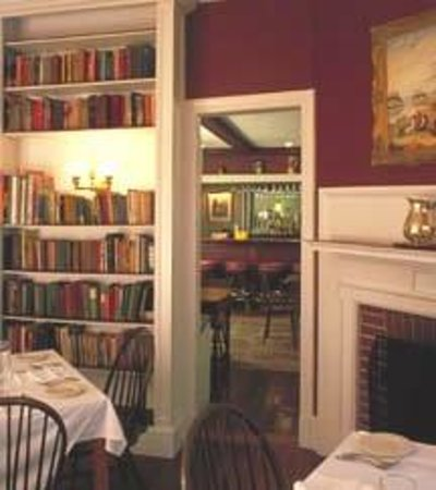 The Manor Inn: Library - Dining