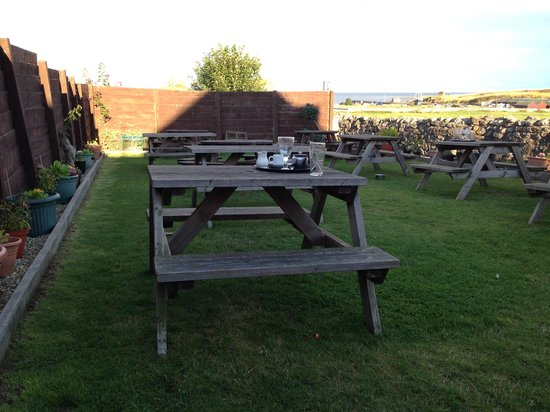 The Crown and Anchor Restaurant: Beer garden