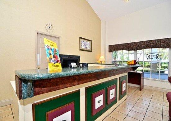 Rodeway Inn & Suites: front desk