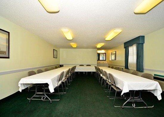 Rodeway Inn & Suites: meeting room