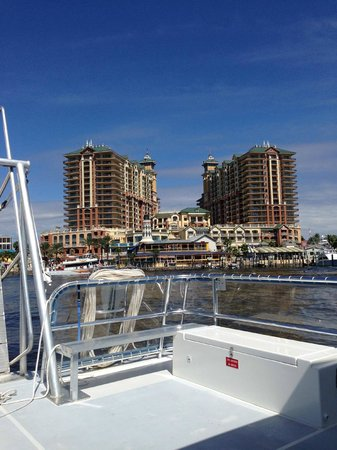 Emerald Grande at HarborWalk Village: View of Emerald Grande on the shuttle