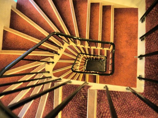 Sognefjord Hotel: The Stairwell from the Upper Level to the Lower Level within the Hotel.