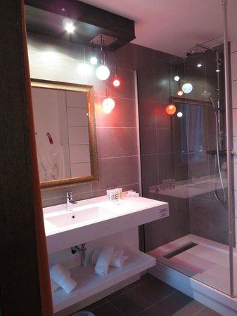 Mercure Lyon La Part Dieu Hotel : Salle de douche chambre #2