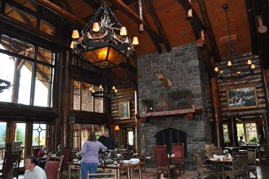 The Whiteface Lodge: breakfast buffet in dining room