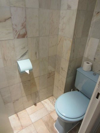 Hotel Busby : Separate toilet